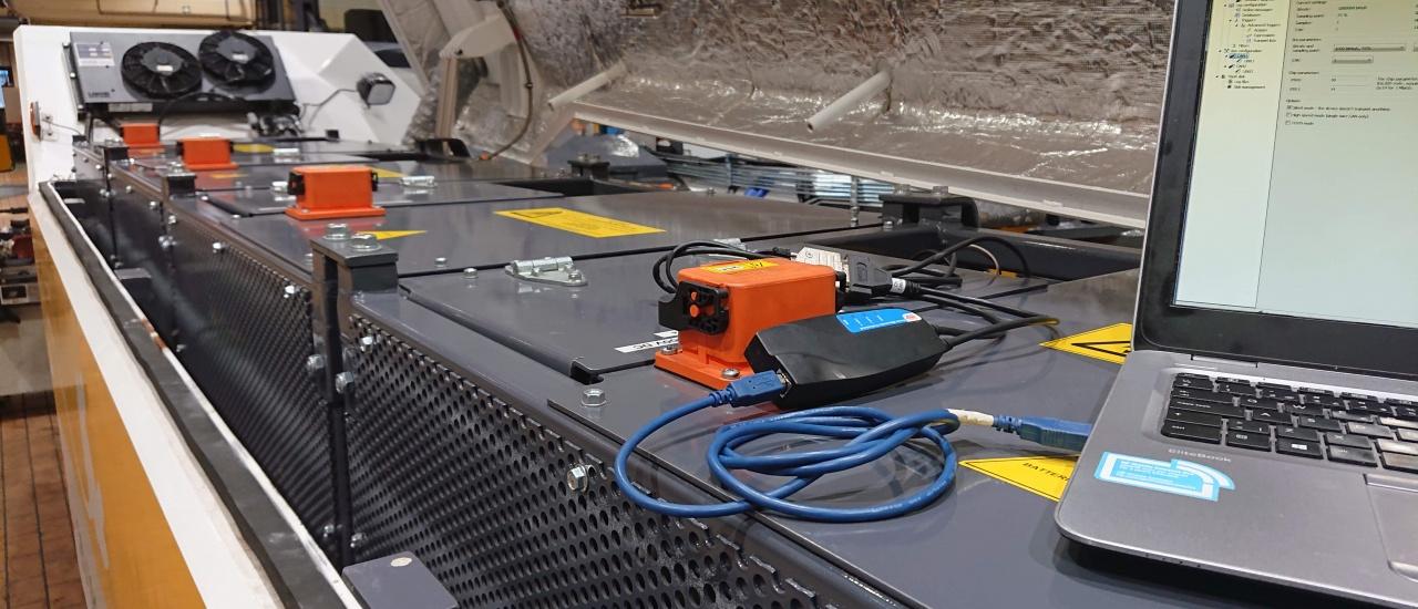 电动无杆飞机牵引车使用Kvaser的CAN总线产品